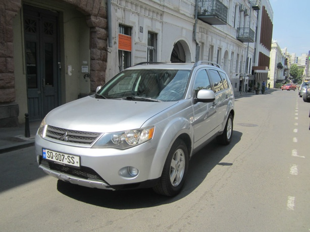 Прокат Mitsubishi Outlander XL 3.0 AT в Тбилиси (Грузия)